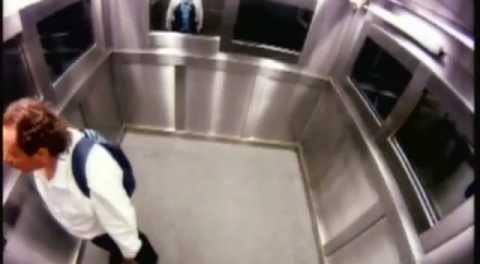 Розыгрыш: труп в лифте сносит крышу