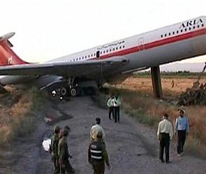 В аэропорту Тегерана разбился пассажирский самолет