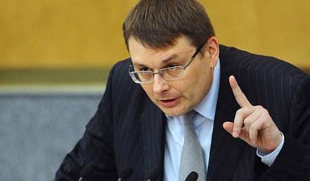 В Госдуме начат сбор депутатских подписей за изменение Конституции. В 200 городах России люди выйдут на улицу