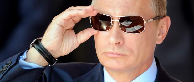 Запад от злобы и бессилия сжигает  фотографии Путина