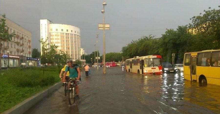 У природы нет плохой погоды. Ливень и град в Екатеринбурге.