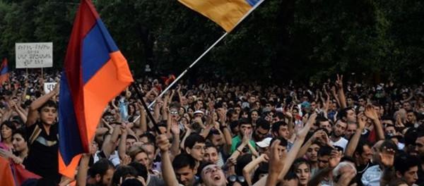 Вложив миллионы долларов, США провалили ереванский майдан