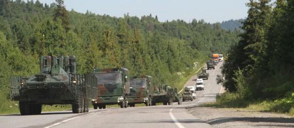 В Закарпатье бронетехника и вертолеты окружают гору Явирник