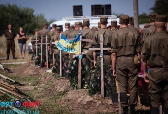Под Запорожьем похоронили солдат и забыли