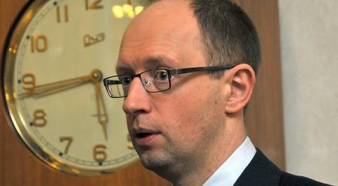 Яценюк ударил головой в пах министру обороны Англии
