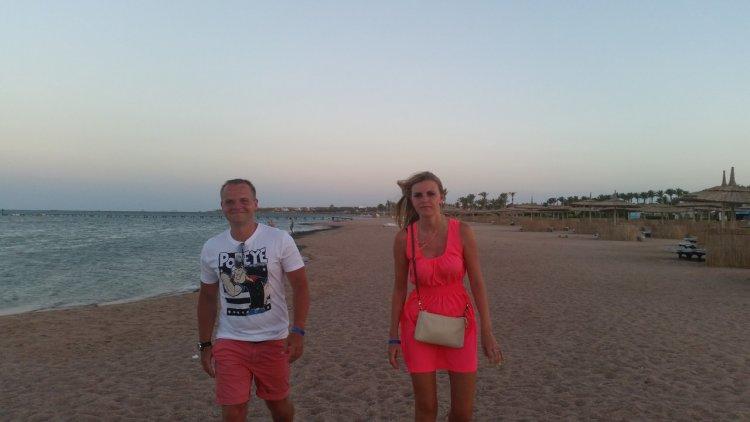 25-летний Илья Сакерин проводил в Египте совместный с супругой Владой отпуск.