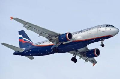 Самолеты с триколорами снова пустили в украинское небо: санкций хватило на 2 недели