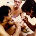 Виктор Цой на пляже с друзьями