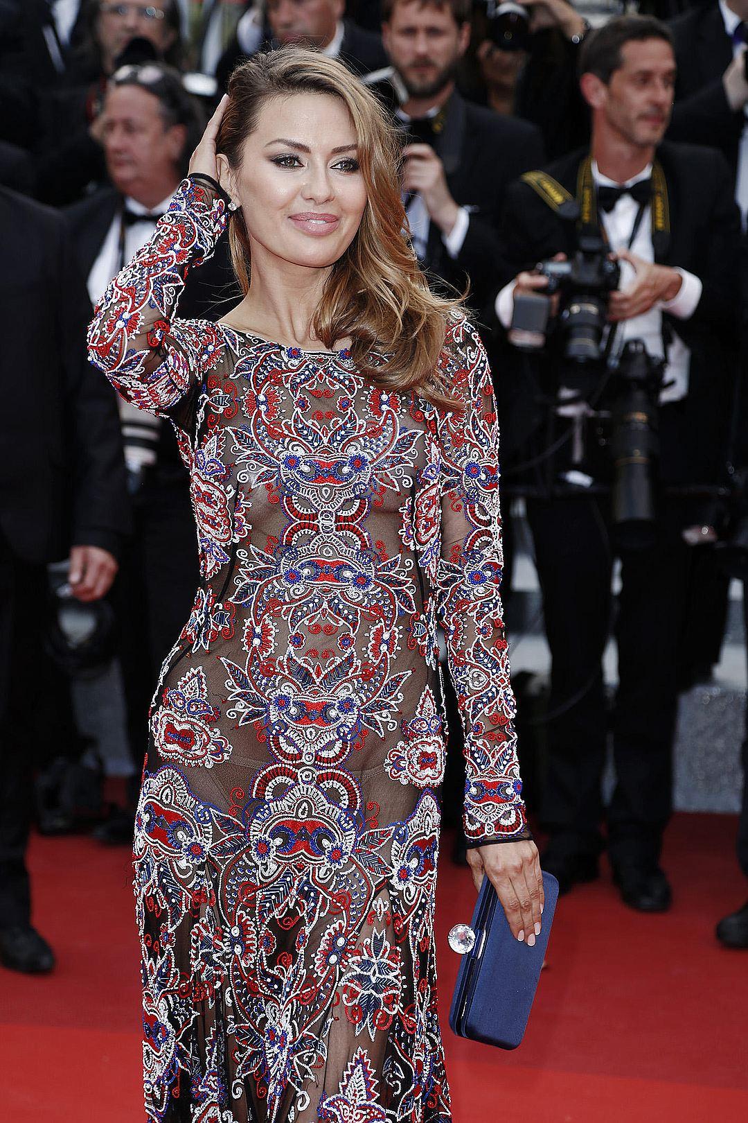Виктория Боня в Каннах откроыенное платье фото
