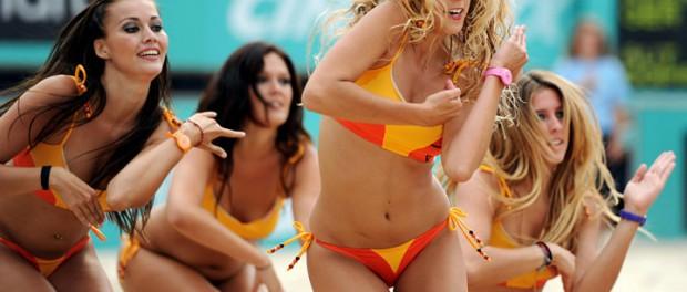 Группа поддержки на пляжном волейболе