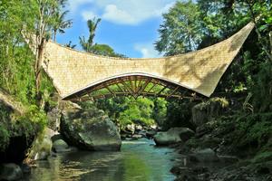 Мост Тысячелетия в Sibang Кая