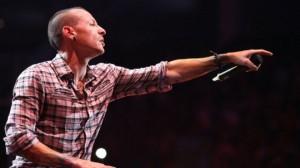 В апреле этого года, продвигая мировое турне группы в Лондоне, Беннингтон рассказал о Q & A сессии, что иногда он ненавидел мир. Он оставляет жену и шестерых детей из двух своих браков.