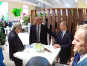 Фотография сделанная во время тайной встречи на ужине Путина и Трампа