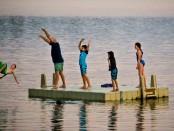 Семья остывает на озере Харриет