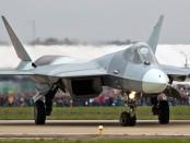 СУ-57 взлетает на аэродроме