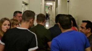 Joginder и другие клиенты были отправлены обратно в кафе для их безопасности