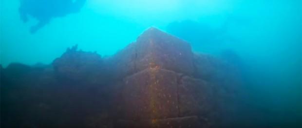 Драйверы обнаружили древний замок в большом озере Турции