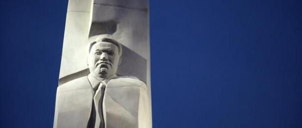 Памятник Ельцину подожгли в Екатеринбурге