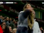 Девушка на футболе видео