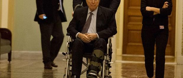 Джона Маккейна госпитализировали в больницу