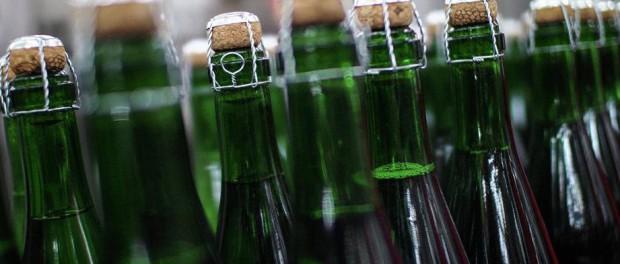 Из пенсионерки достали пробку из под шампанского
