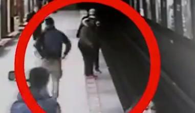 Студент спас малыша в метро из под поезда