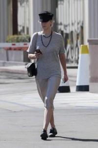 Джениффер Лоурен на улице