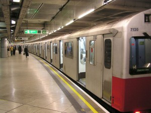 Портон-вниз ученые выпустили химический газ на лондонском метро в 2013 году.