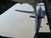 Дозабравка американских истребителей в воздухе