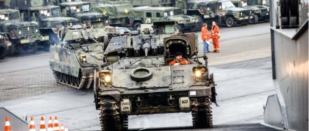 США накачивают Европу военной техникой: эвакуация или война?