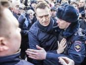 Навальный он нам не царь