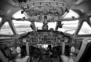 фото самолета, который упал из-за спора  70 человек