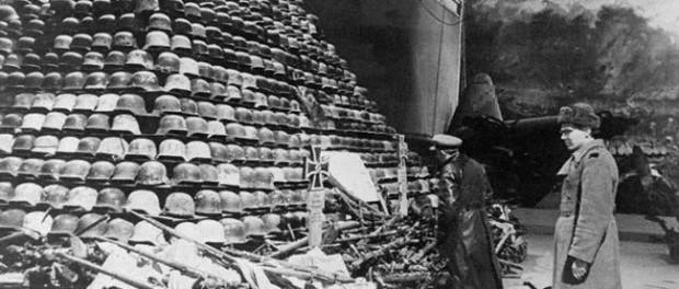 На фотографии 1945 год, экспонаты выставки «Героическая защита Ленинграда»