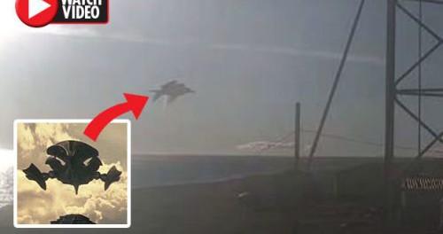"""НЛО, как корабль из фильма """"Чужой против Хищника"""", в небе Аляски"""