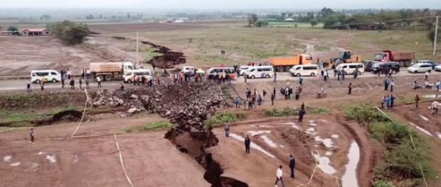 Паника в Кении от новых огромных трещин