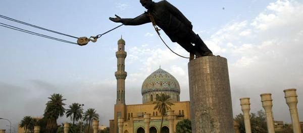 В Ираке ищут человека, который ломал памятник статую 13 лет назад