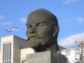 ноги для памятника Ленина