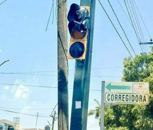 Расплавленный светофор от жары в Мексике