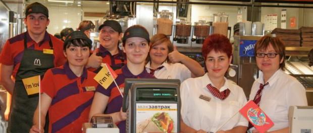 Работников McDonalds заставят получать второе высшее образование