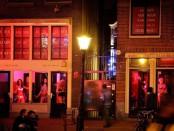 Голландские педагоги отработали день в борделе в поддержку уволенной за проституцию коллеги