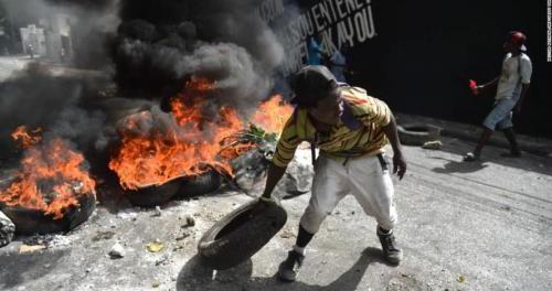 На Гаити начали мочить американцев