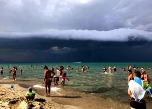 Цунами в Греции пляж