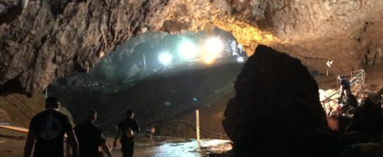 Илон Маск так и не помог детям из пещеры в Таиланде