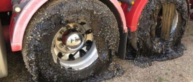 В Австралии от аномальной жары начинают плавиться шины на машинах