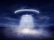 странный объект НЛО в небе