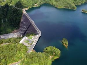 Плотина Фонтана (Fontana Dam) высотой 150 метров