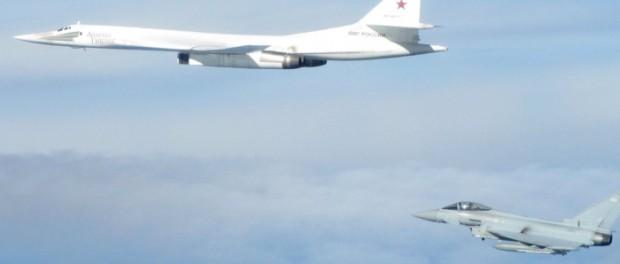 Британия бьет в барабаны войны заметив Ту-95 и Ту-160