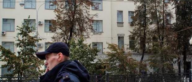 Угнала машину полицейского прямо у здания Главкома