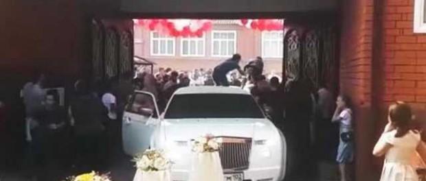 Опубликовано видео массовой драки со стрельбой на свадьбе в Чечне