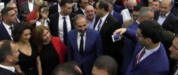 Болтон призвал Армению закупать оружие США вместо российского
